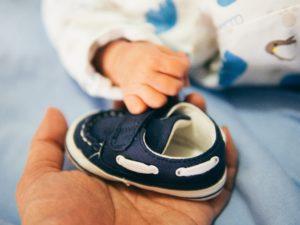 बेबी के कपड़े प्रेगनेंसी चेकलिस्ट का जरूरी हिस्सा हैं