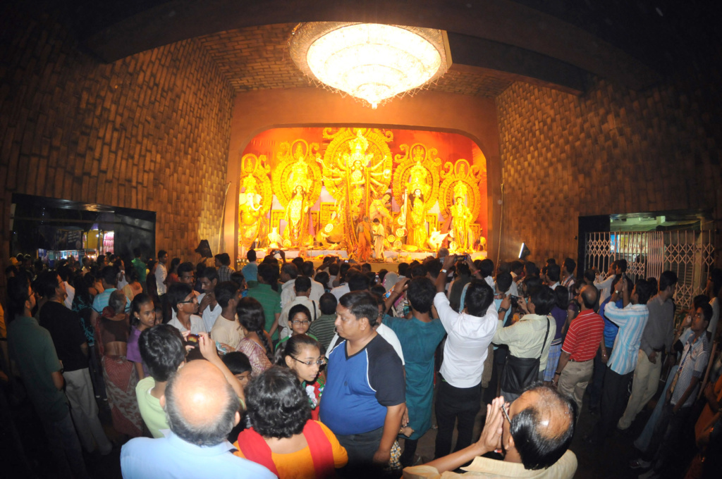 pandal-hopping in Kolkata