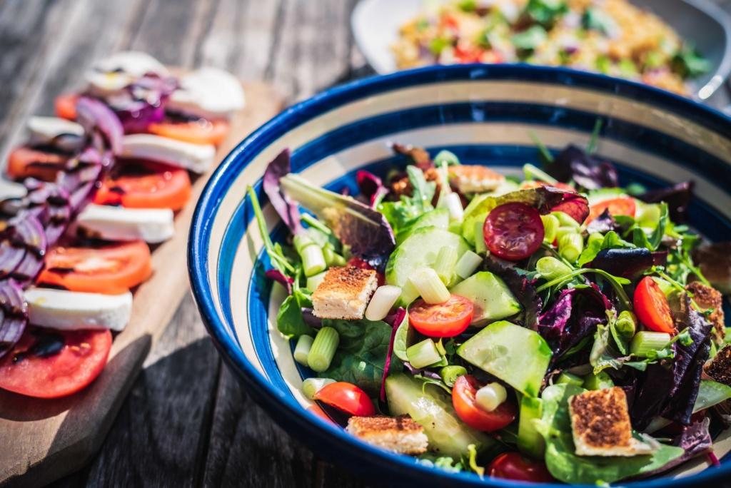 टेस्टी वेजीटेरियन डिशेज़ : ग्रीक सलाद में सब्ज़ियां