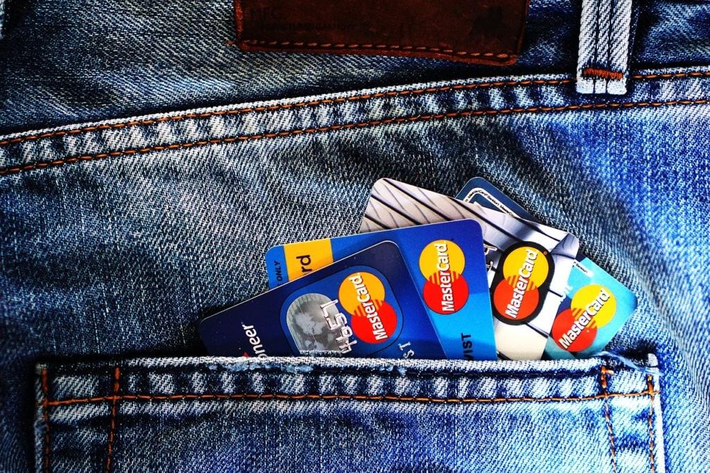 फाइनेंशियल ब्लैक बॉक्स में सभी क्रेडिट कार्ड की डीटेल्स होनी चाहिए
