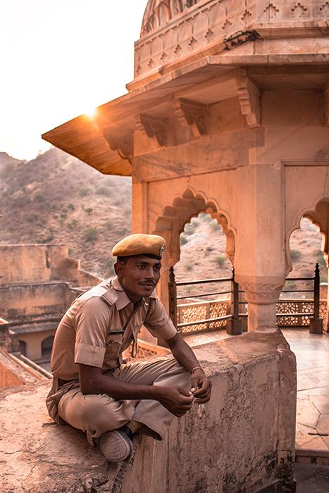 essential service provider coronavirus lockdown india police man