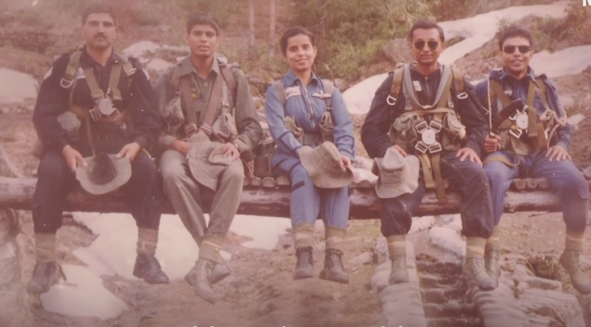 Kargil Girl Gunjan Saxena Recalls The Sky Fraught With Danger Tweak India