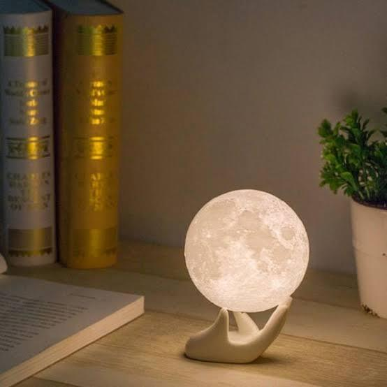 Valentine's day gifts: moon lamp